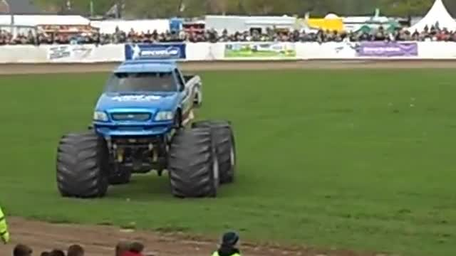 Truckfest Bigfoot Monster Truck Car Jump.mp4