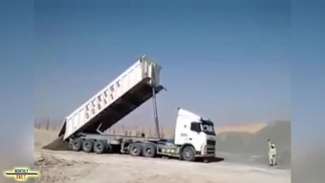 Best Truck FAILS Compilation (2).mp4
