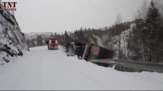 Truck CRASHES in SNOWs.mp4