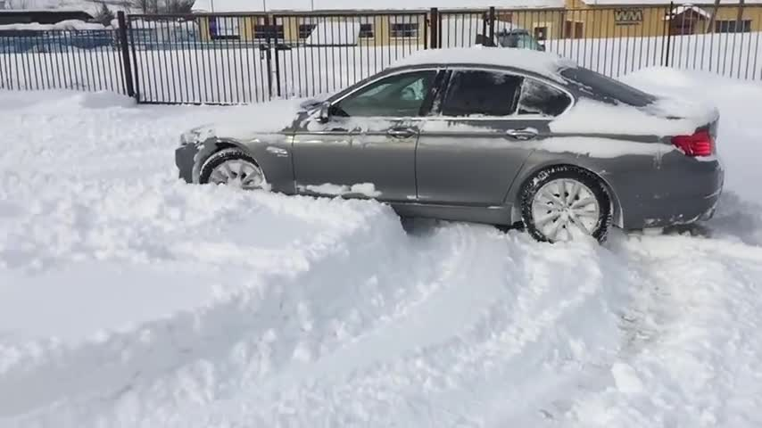 BMW-5-Series-F10-SNOW.mp4