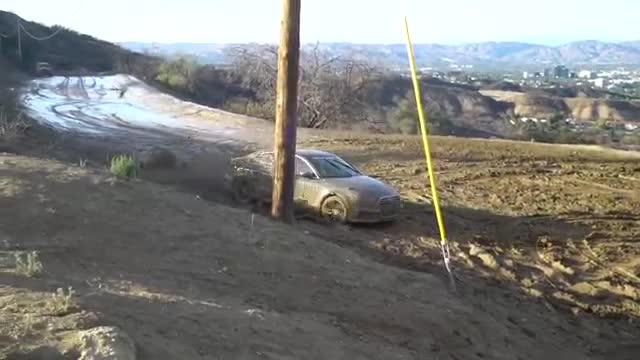 800HP Lamborghini Huracan going OFF-ROAD in Mud.mp4